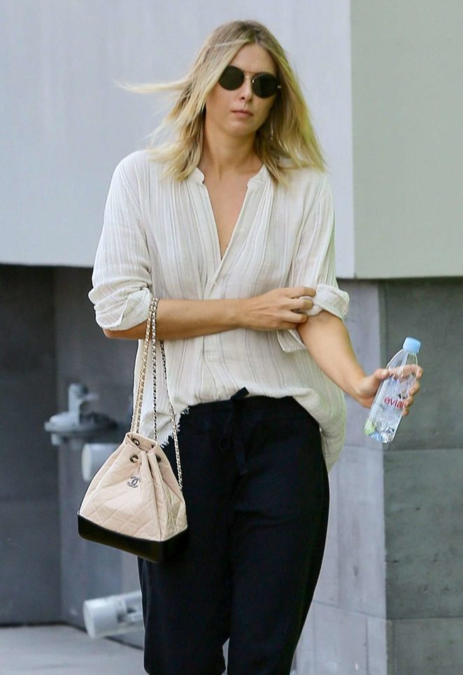 Maria Sharapova - Seen after a visit to a nail salon in Manhattan Beach