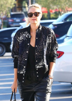 Maria Sharapova - Shopping at Whole Foods in Los Angeles