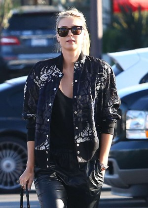 Maria Sharapova: Shopping at Whole Foods -02