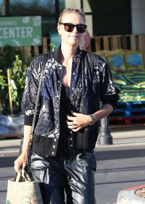 Maria Sharapova: Shopping at Whole Foods -03