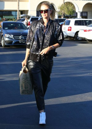 Maria Sharapova: Shopping at Whole Foods -07