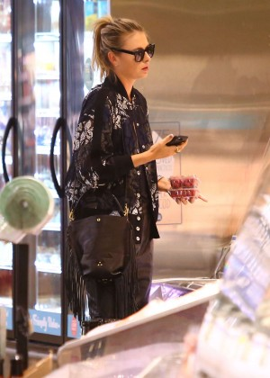 Maria Sharapova: Shopping at Whole Foods -08