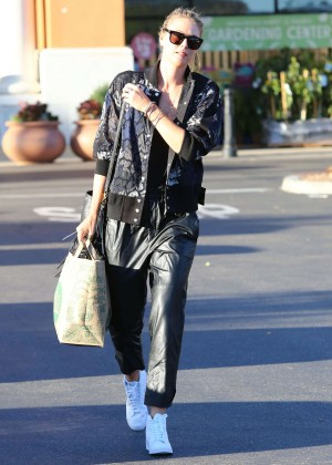 Maria Sharapova: Shopping at Whole Foods -11