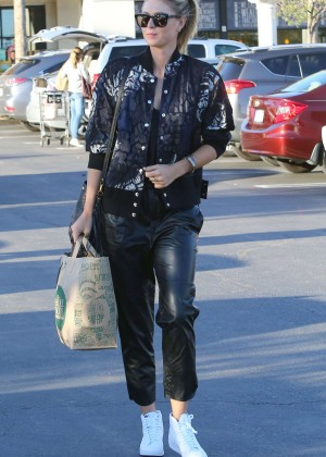 Maria Sharapova: Shopping at Whole Foods -14