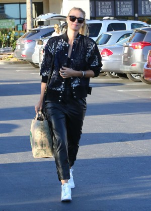 Maria Sharapova: Shopping at Whole Foods -15