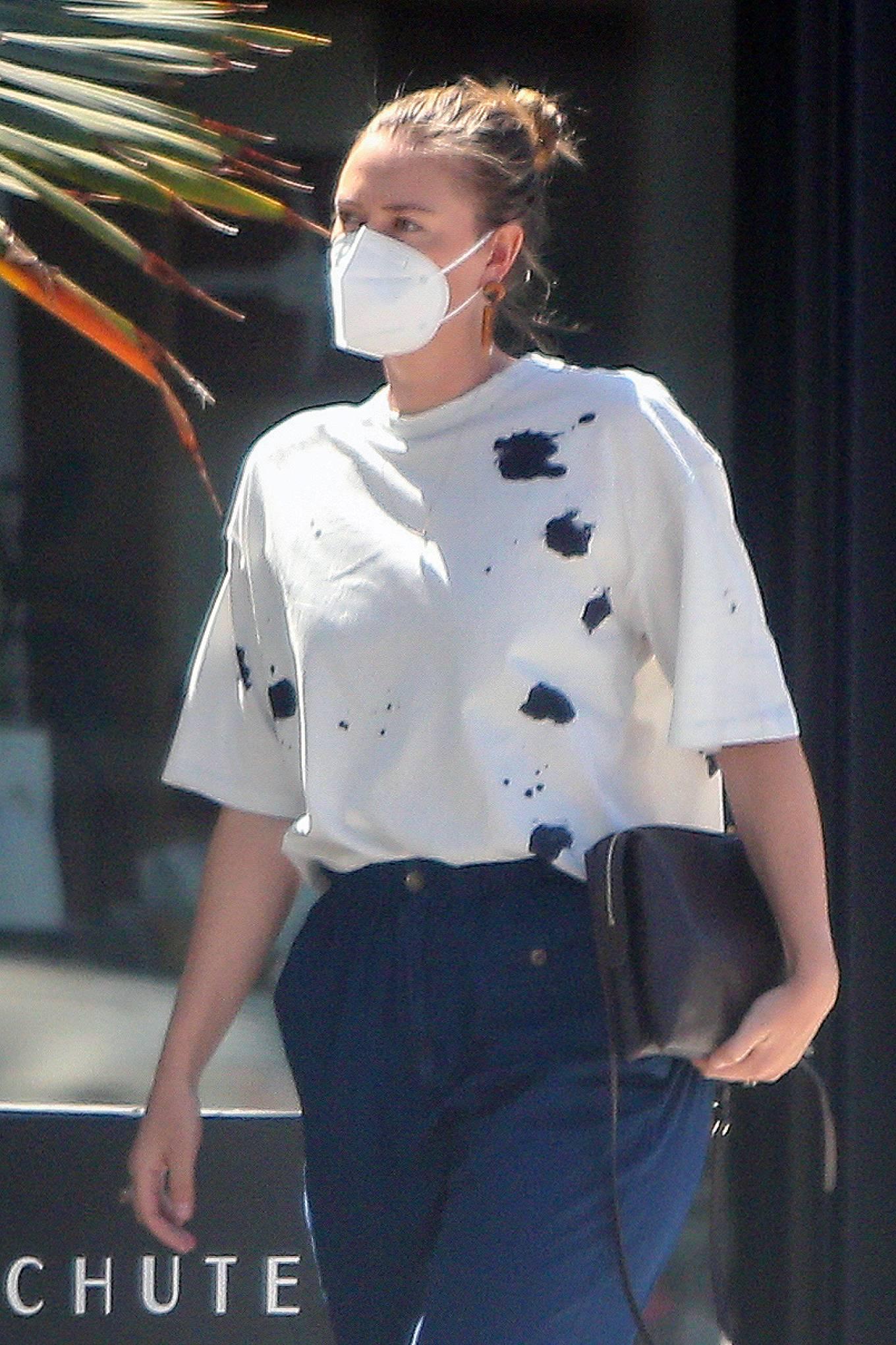 Maria Sharapova - Shopping candids in Los Angeles