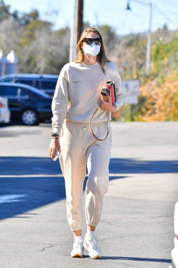 Maria Sharapova - Shopping candids in Santa Barbara