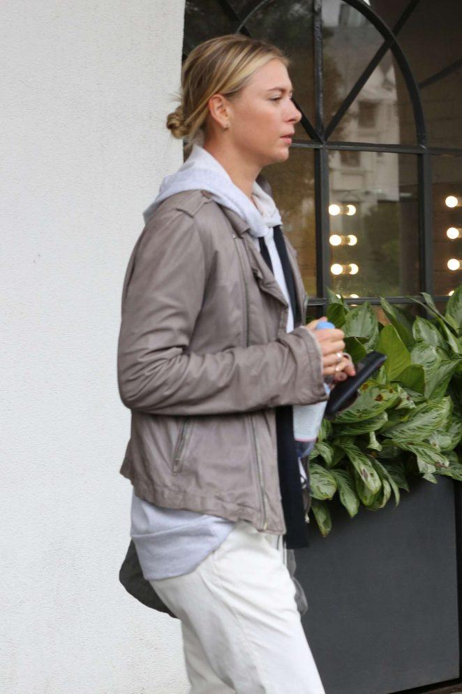 Maria Sharapova - Visits a hair salon in Los Angeles