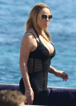 Mariah Carey - Arrives on a yacht for a holiday in Mykonos