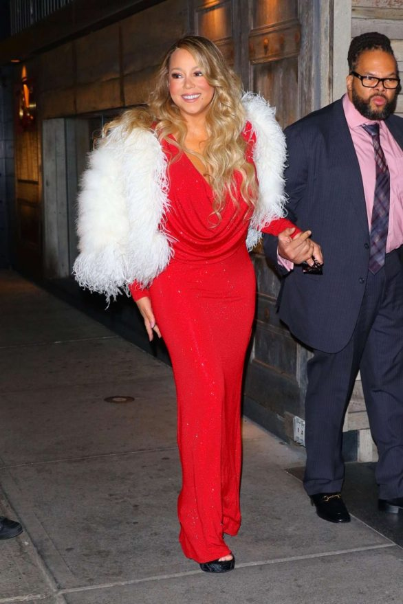 Mariah Carey - Celebrates Her Christmas Song Potentially Going #1 in New York