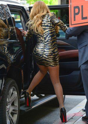 Mariah Carey in Short ... Mariah Carey