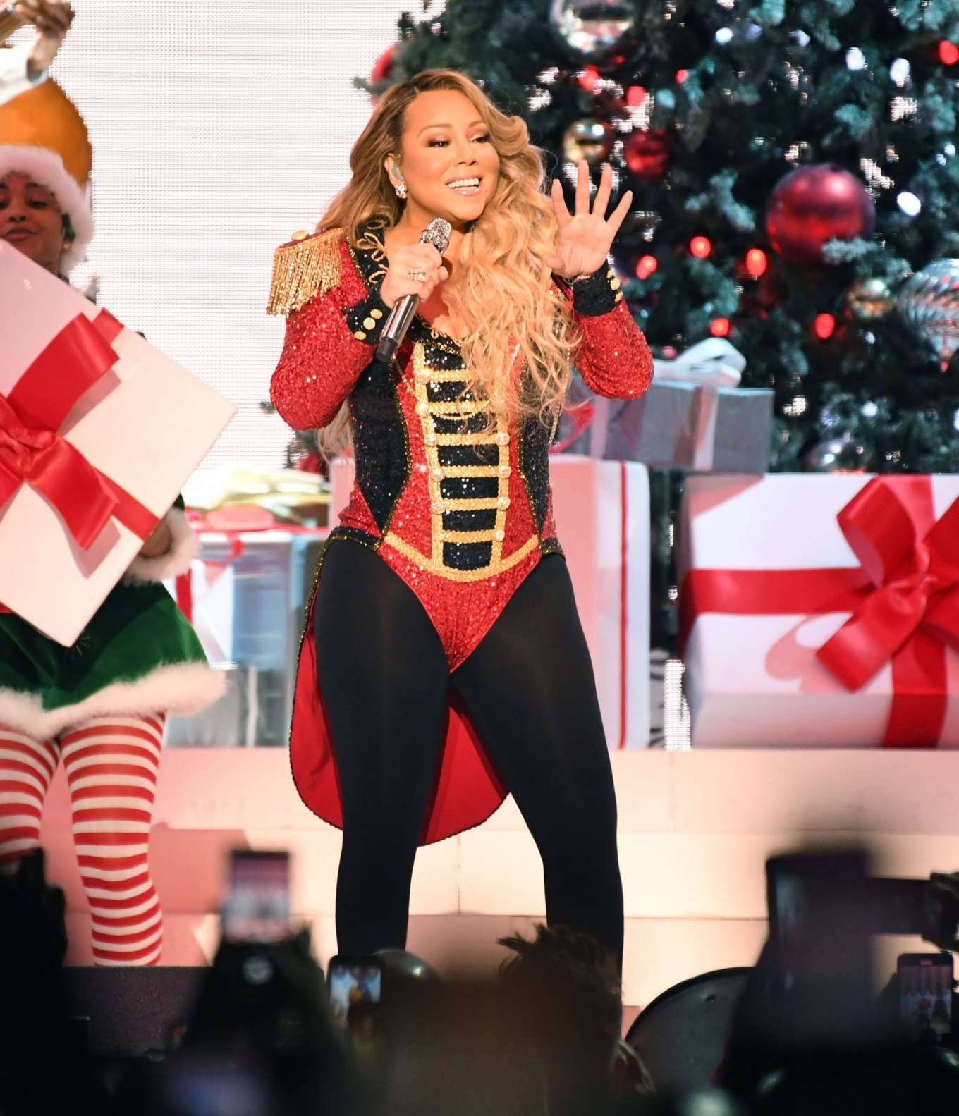 Mariah Carey All I Want For Christmas Is You: Live Onstage During 'All I Want For