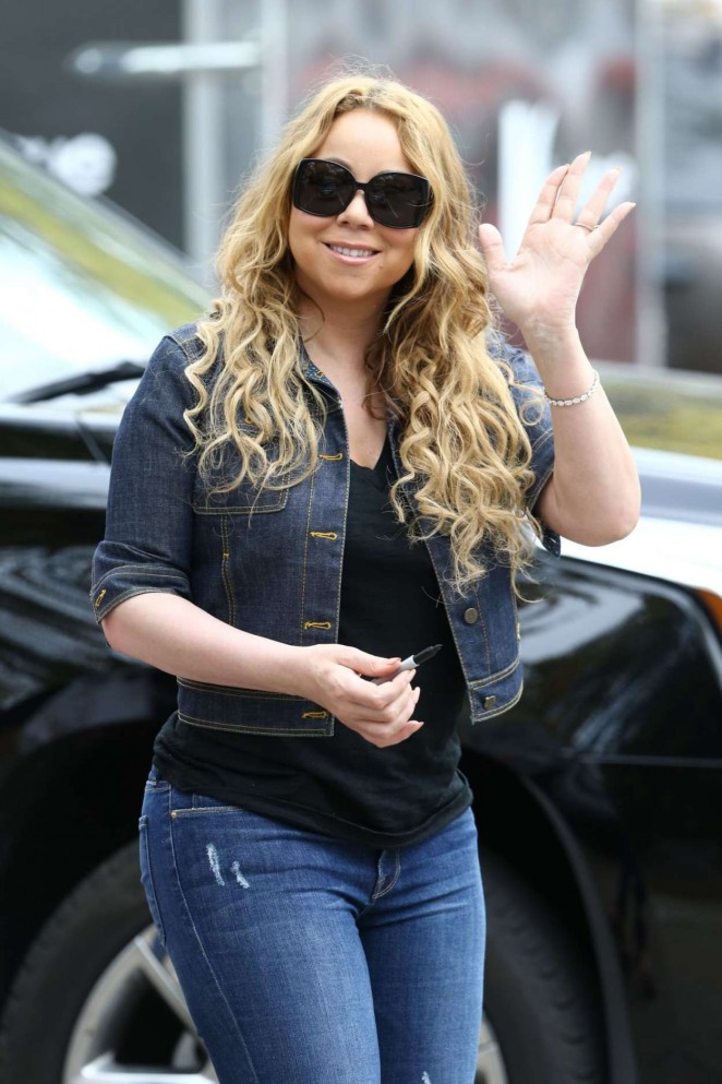Mariah Carey: Filming A Christmas Melody -14