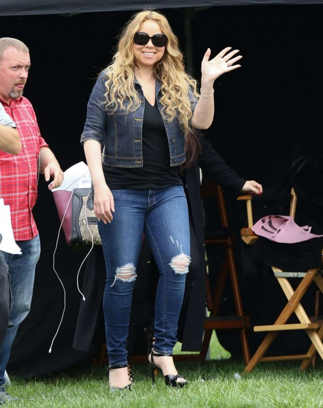 Mariah Carey: Filming A Christmas Melody -22