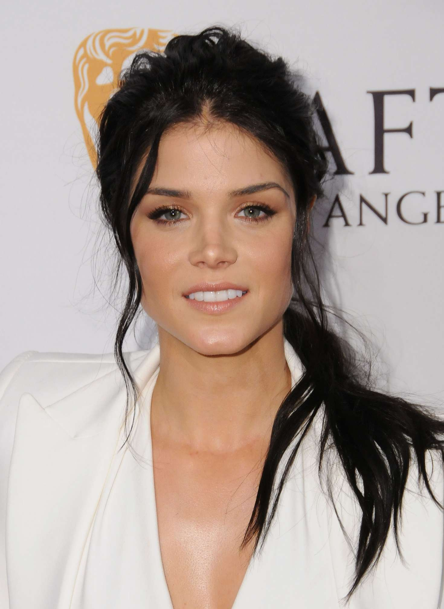 Marie Avgeropoulos: BA...