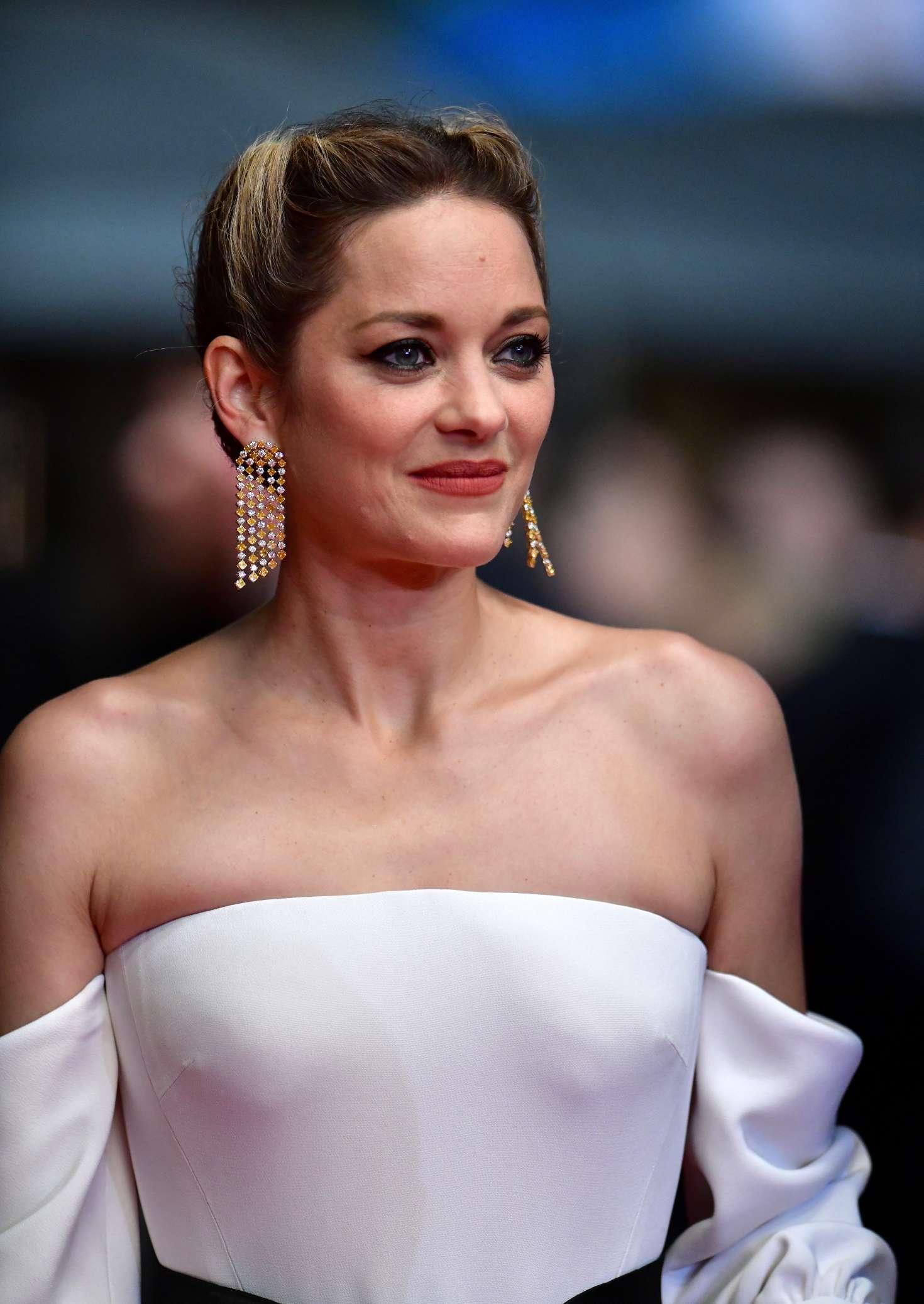 http://www.gotceleb.com/wp-content/uploads/photos/marion-cotillard/3-faces-premiere-at-2018-cannes-film-festival/Marion-Cotillard:-3-Faces-Premiere-at-2018-Cannes-Film-Festival--12.jpg