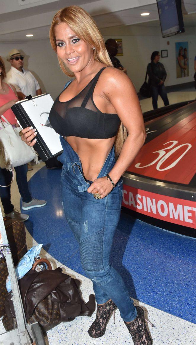 Maripily Rivera – ;Arrives at the airport in San Juan