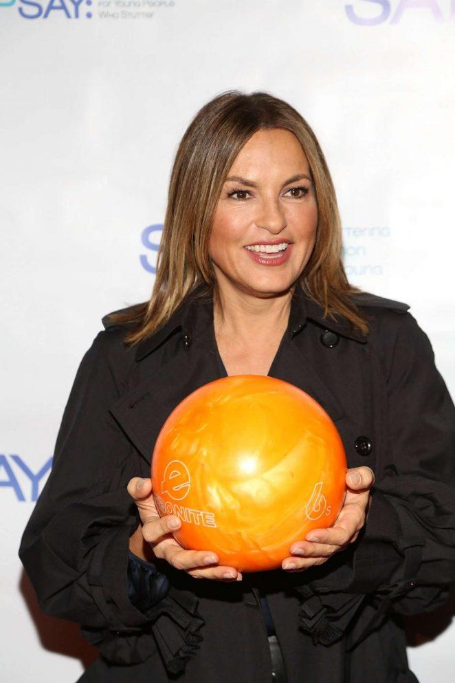 Mariska Hargitay – 7th Annual Paul Rudd All-Star Bowling Benefit in New York