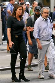 Mariska Hargitay - Filming 'Law and Order: Special Victims Unit' in New York