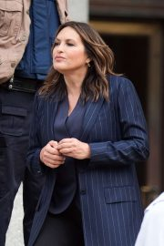 Mariska Hargitay - Filming 'Law and Order: SVU' in New York