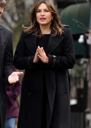 Mariska Hargitay - Filming 'Law and Order: SVU' set in NYC