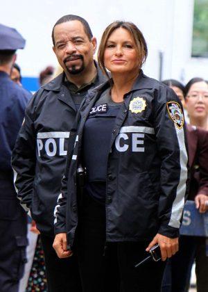 Mariska Hargitay - On set of 'Law and Order: SVU' in Manhattan