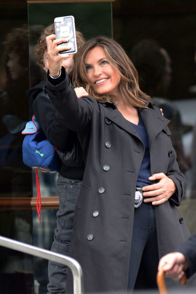 Mariska Hargitay - Taking selfies on the set of 'Law & Order: Special Victims Unit' in NYC