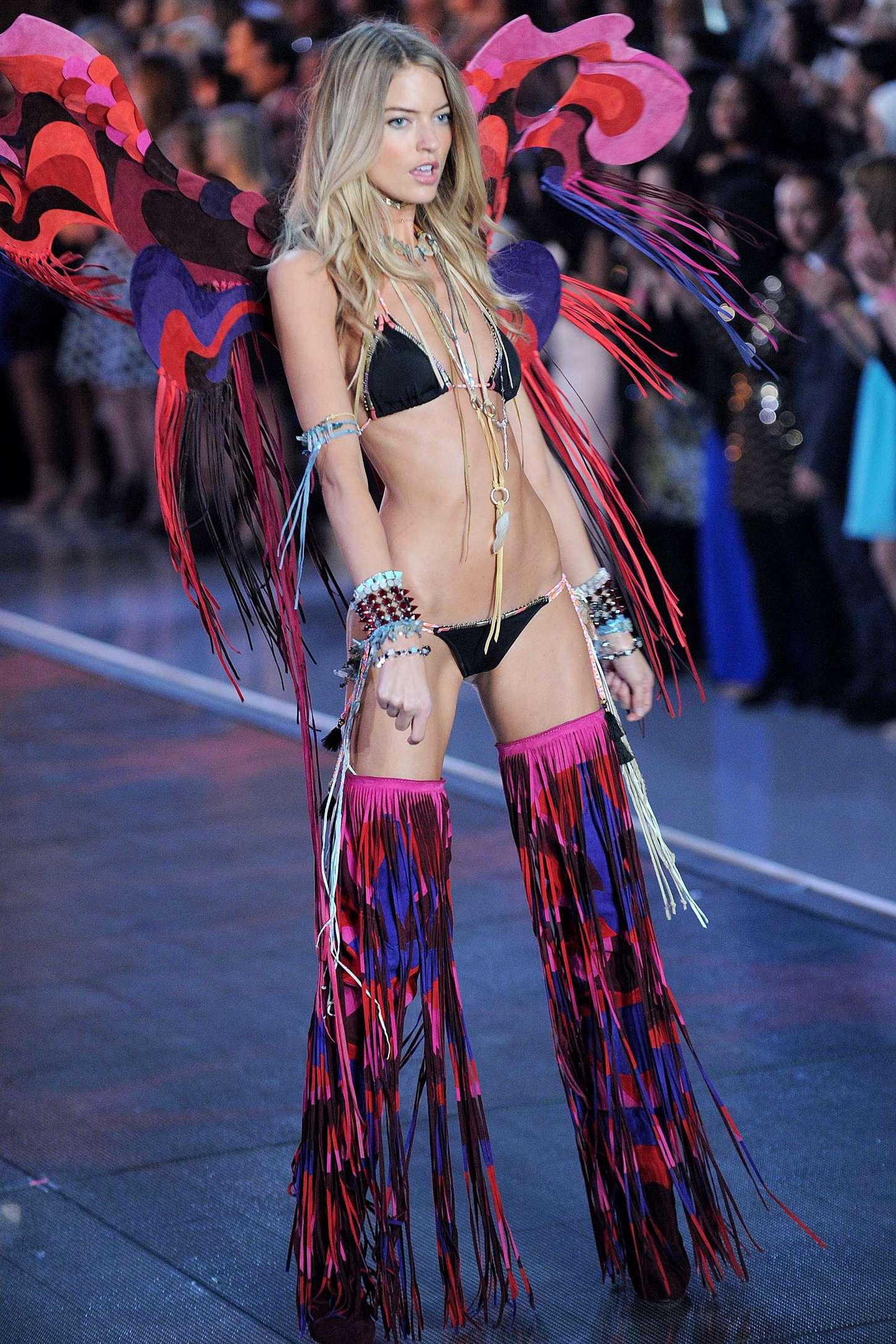 Handjob asian bikini dreamgirl calender