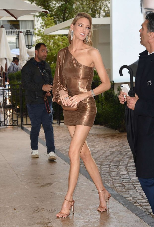 Martha Hunt - Arrives at the Martinez Hotel in Cannes
