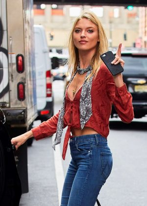 Martha Hunt in Skinny Jeans in NYC