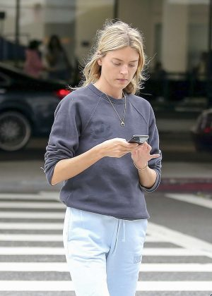 Martha Hunt - Leaving LAX airport in Los Angeles