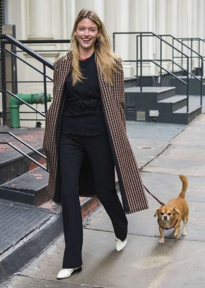 Martha Hunt - Takes her dog out for a walk in NYC