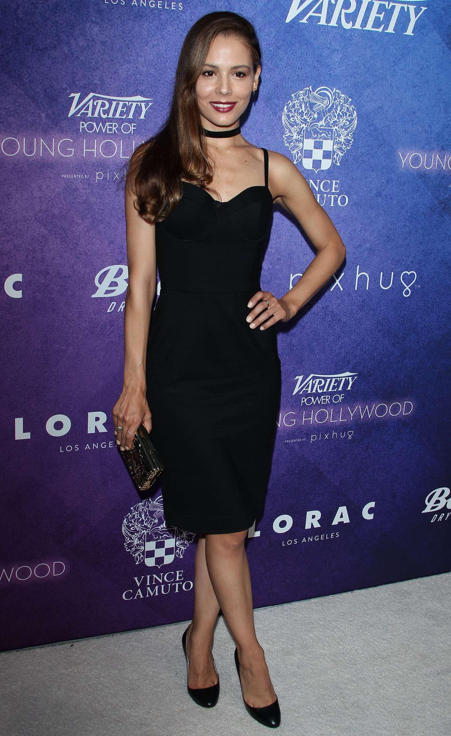 ¿Cuánto mide Martina García? - Real height Martina-Garcia:-2016-Variety---Power-of-Young-Hollywood--01