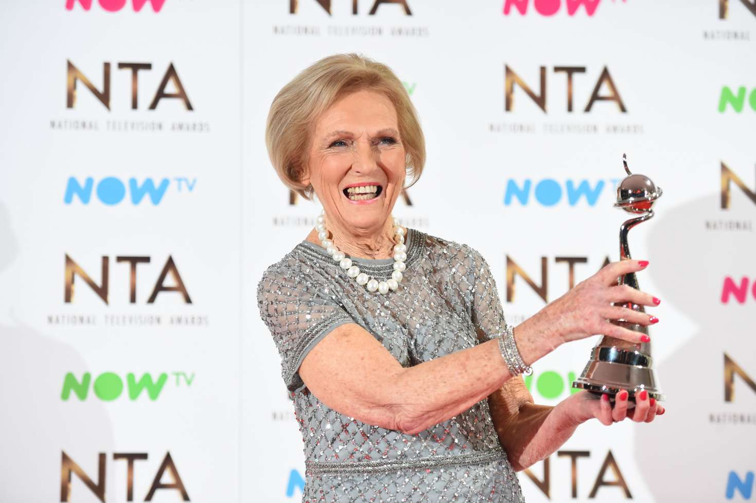 Mary Berry 2017 : Mary Berry: 2017 National Television Awards -03