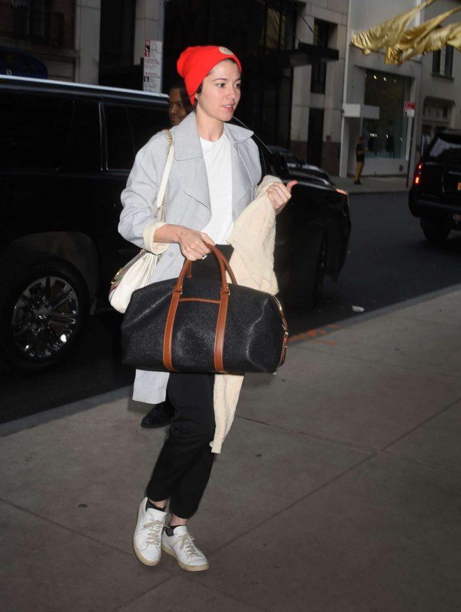 Mary Elizabeth Winstead - Arriving at a Hotel in Manhattan