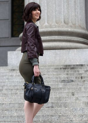 Mary Elizabeth Winstead - Filming 'Braindead' in New York City