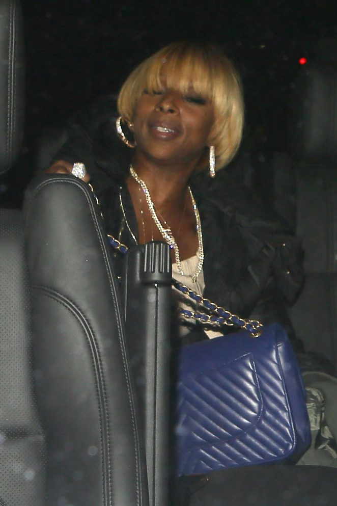 Mary J Blige - Out for dinner at Mastro's Steakhouse in Beverly Hills