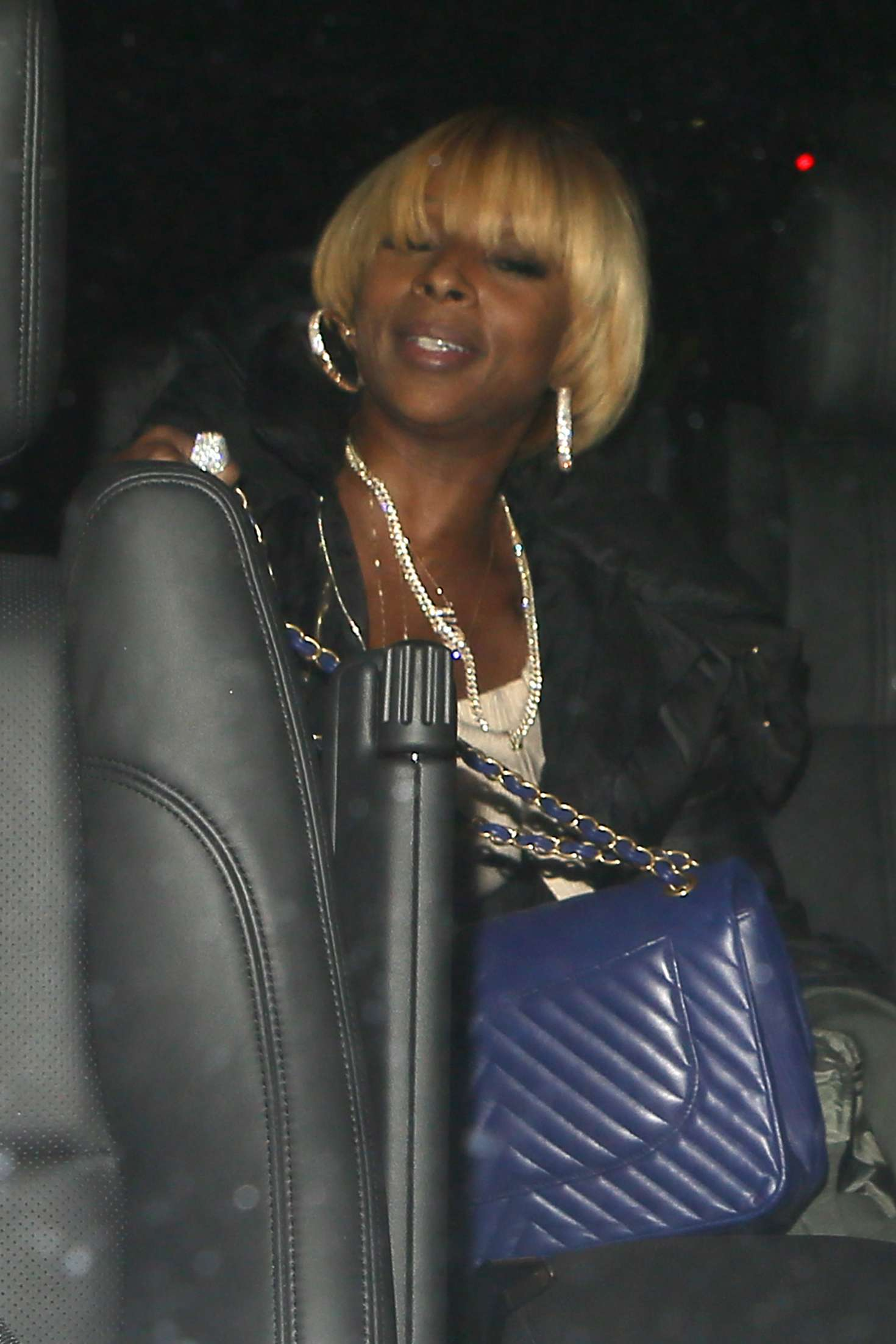 Mary J Blige Out For Dinner At Mastro S Steakhouse In