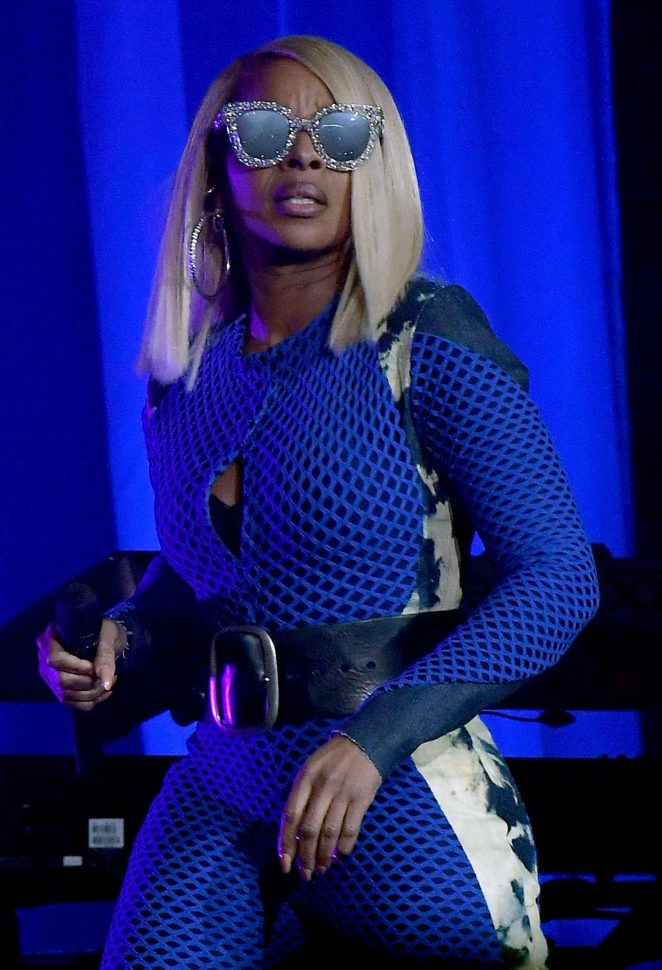 Mary J. Blige - Performs at Hard Rock Live in Miami
