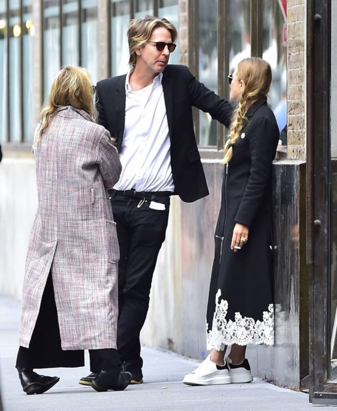 Mary Kate and Ashley Olsen out in NYC