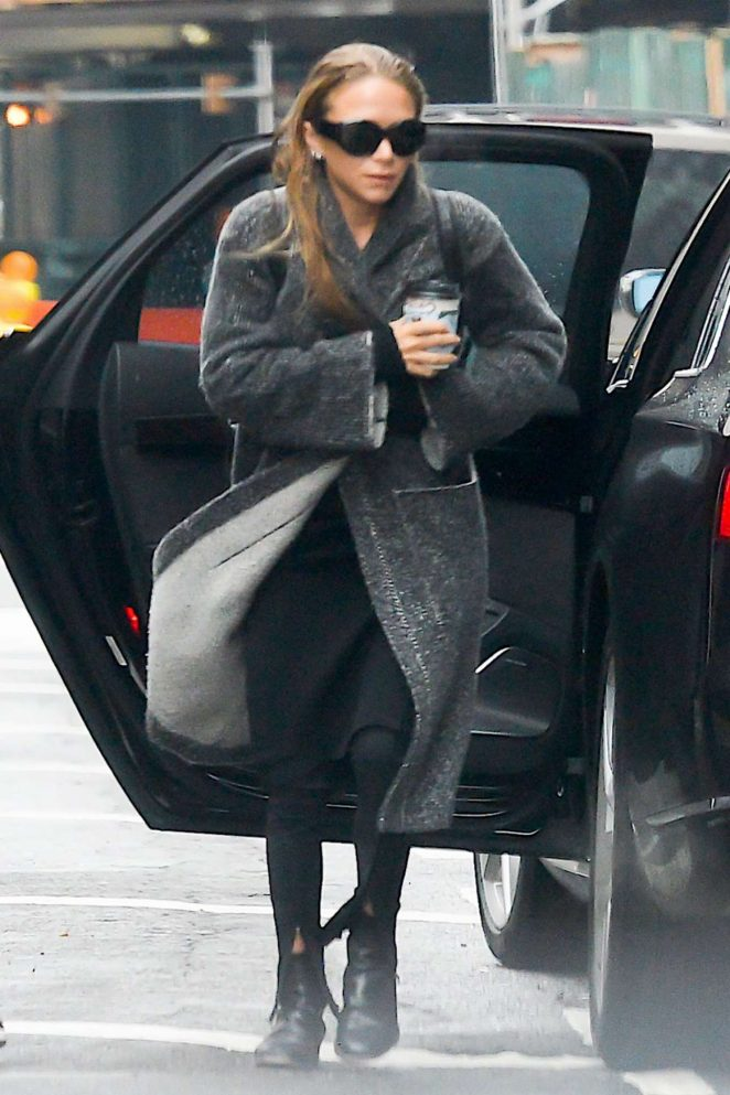 Mary Kate Olsen in Black Out in New York