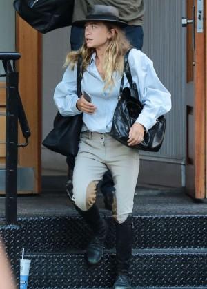 Mary Kate Olsen - Leaves Her Home in New York