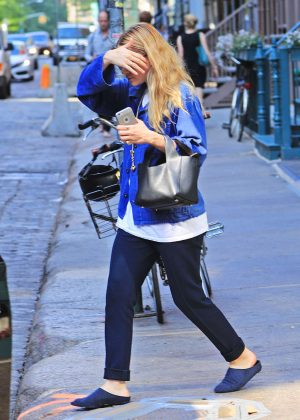 Mary Kate Olsen - Shopping at Versace in NY
