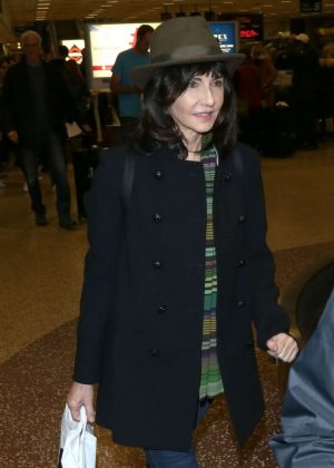 Mary Steenburgen - Arriving at Salt Lake City Airport