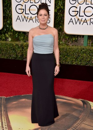 Maura Tierney: 2016 Golden Globe Awards -02