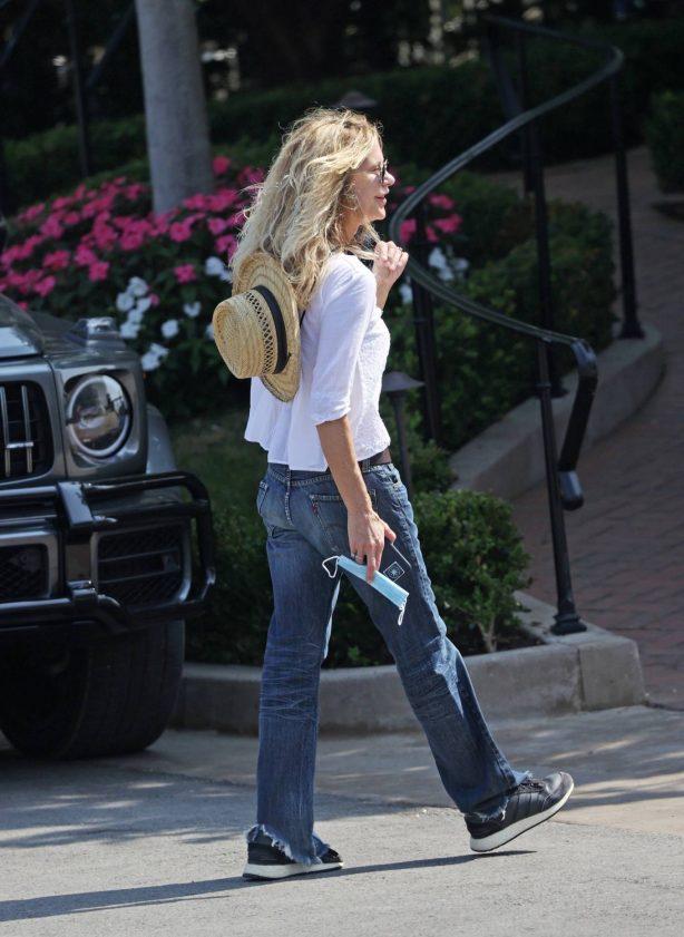 Meg Ryan - Seen running errands in Santa Barbara
