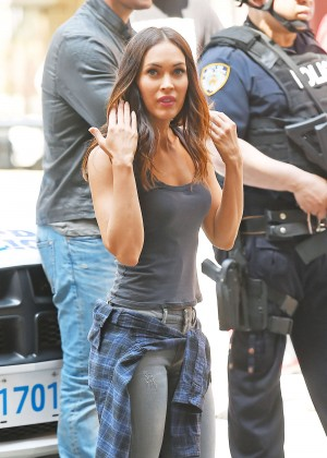 Megan Fox - Filming 'Teenage Mutant Ninja Turtles 2' in NYC