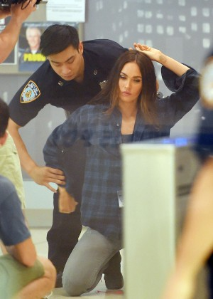 Megan Fox - Filming 'Teenage Mutant Ninja Turtles 2' Set in NYC