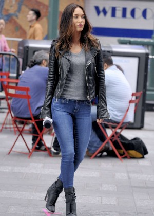 Megan Fox - Filming 'Teenage Mutant Ninja Turtles 2' set in Times Square