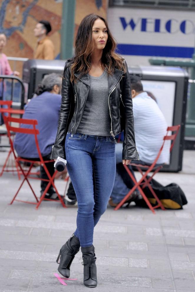Megan Fox Filming Teenage Mutant Ninja Turtles 2 Set In Times